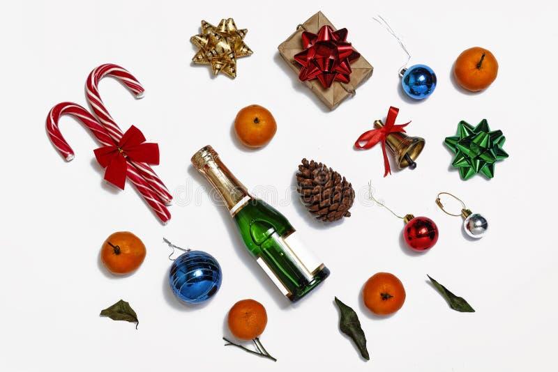 Jul champagne, nytt år, julobjekt, bästa sikt royaltyfria bilder