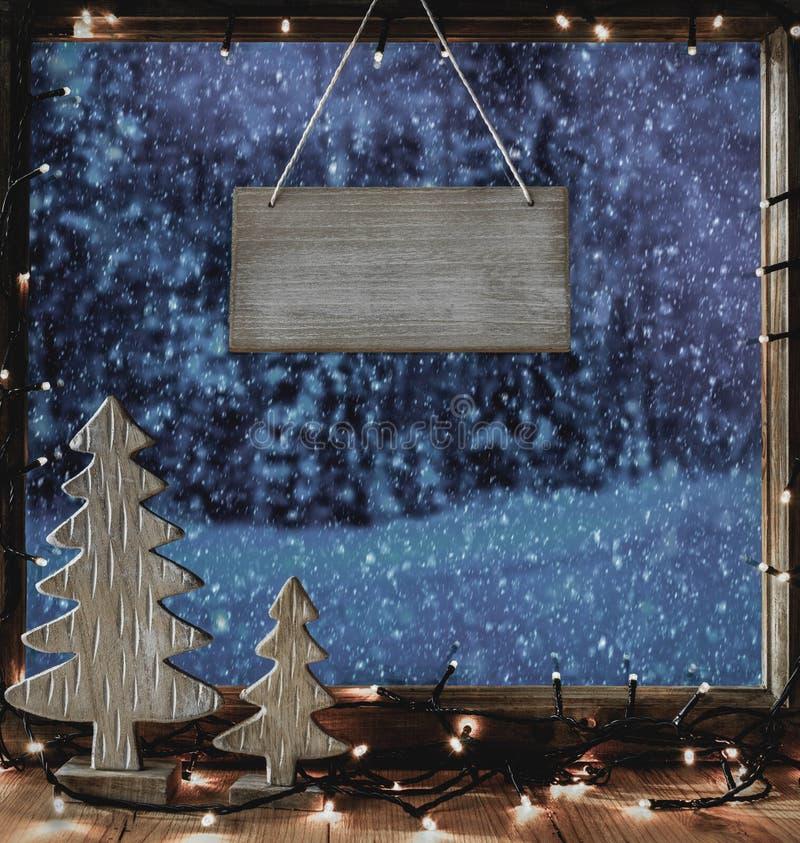 Jul fönster, kopieringsutrymme, vinter Forest Scenery arkivbilder