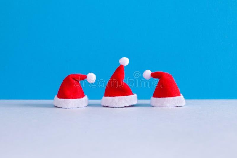 Jul festar f?r Santa Claus f?r det nya ?ret minsta bakgrund hattar Elegant mall f?r kort f?r enkelhetsXmas-h?lsning, tre royaltyfria bilder