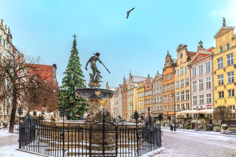 Jul Gdansk, Neptun springbrunn i lång marknad, inga personer royaltyfri fotografi