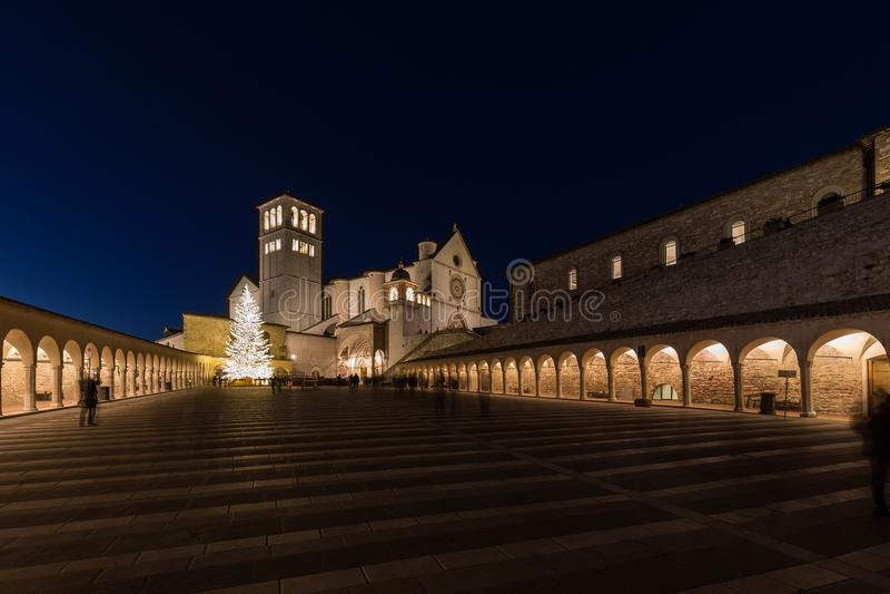 Jul 2017 i Assisi Umbria, med en sikt av San Francesco royaltyfria foton