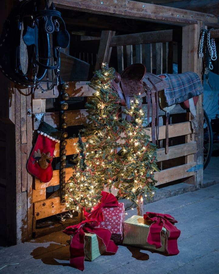Jul i ladugården royaltyfria foton