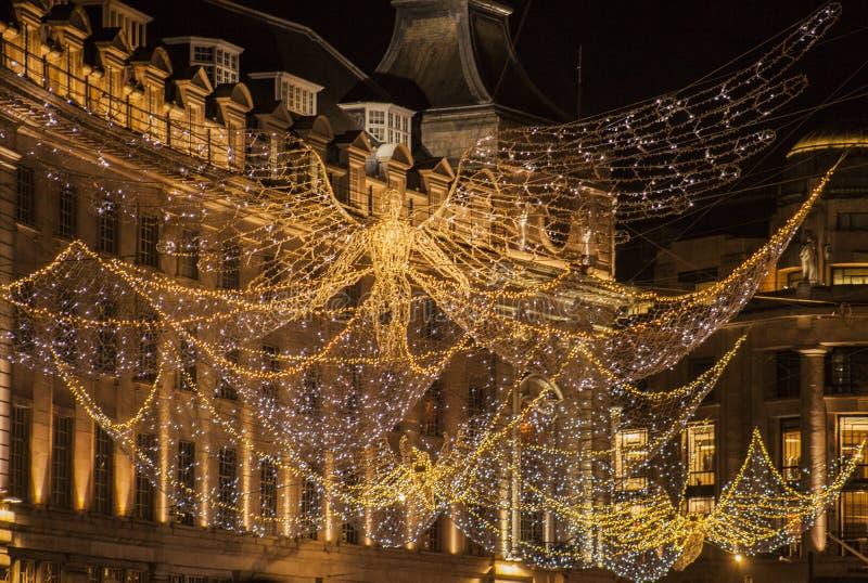 Jul i London, England, UK - änglar i Regent Street arkivfoton