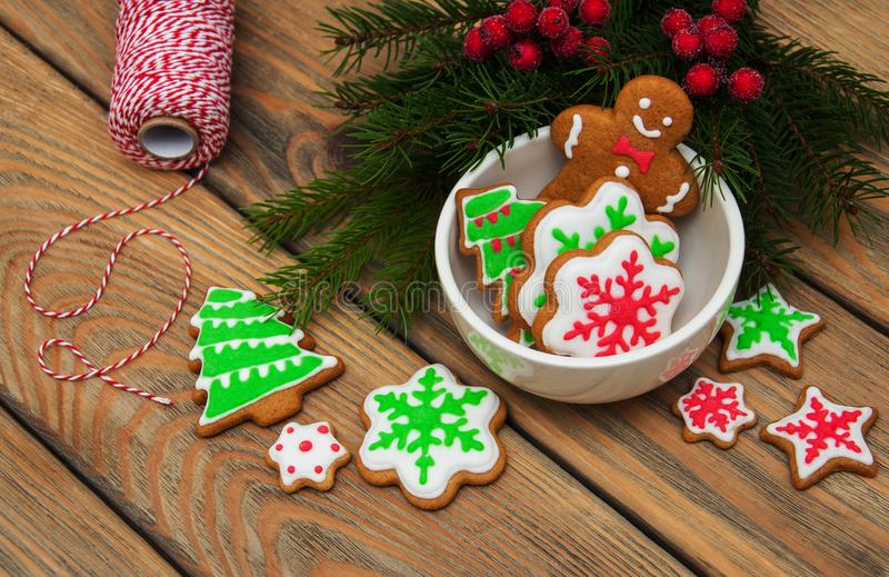Jul ingefära och färgrika kakor för honung royaltyfri fotografi