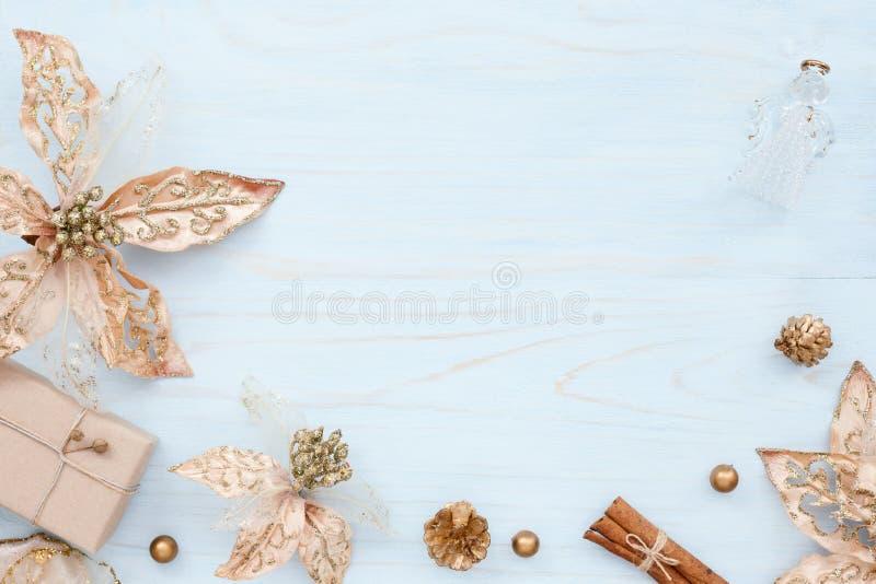 Jul inramar med garneringar för det nya året arkivbilder