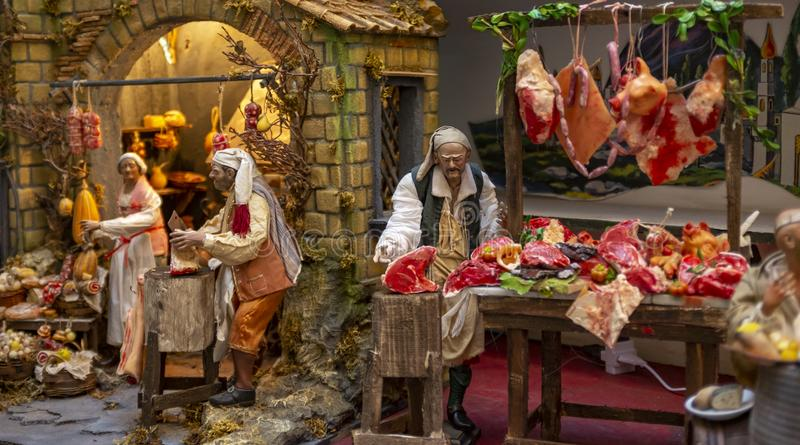 Jul julkrubban, detalj av en Neapolitan Presepe som föreställer en slaktare, shoppar arkivbilder