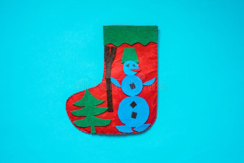 Jul klädde med filt jultomten startar med snögubben Idérika klädde med filt applikationprojekt för ungar Roliga bildande aktivite arkivbilder