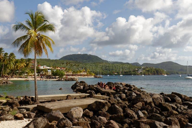 29-JUL-2018 La Pointe du Anfall, Les Trois Ilets, Martinique, söndag på stranden royaltyfri fotografi