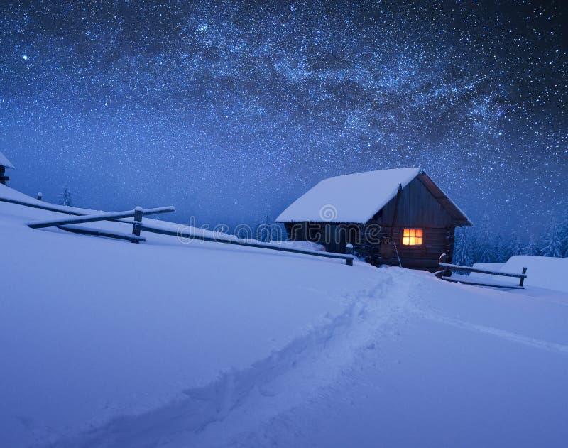 Jul landskap med stjärnklar himmel royaltyfria bilder