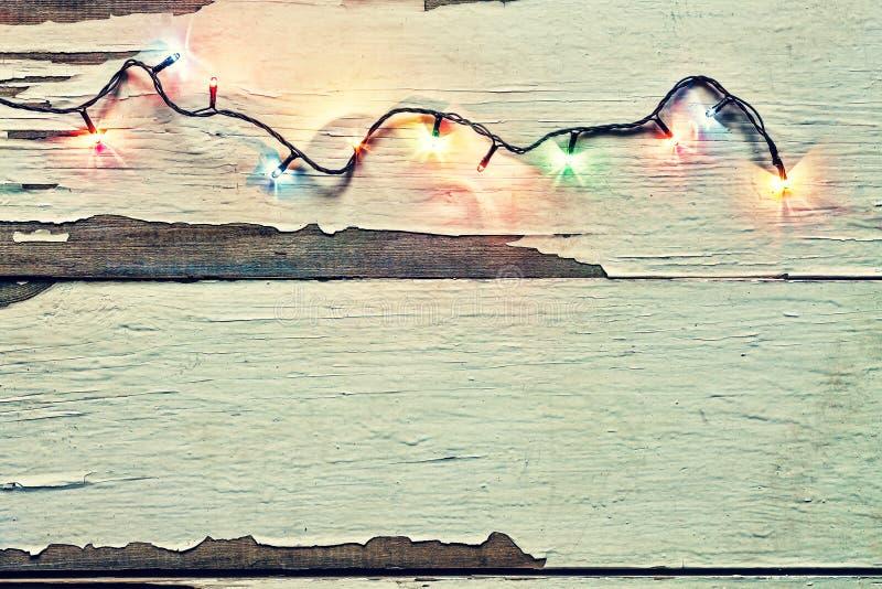 Jul ljus, girlanden, vit, bakgrund som är trä, firar, garnering, den bästa sikten, kopieringsutrymme arkivbild