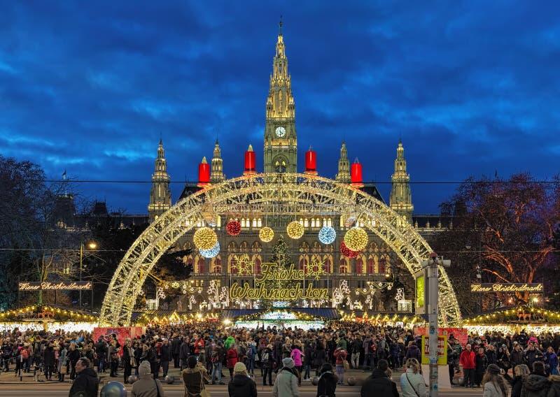 Jul marknadsför framme av stadshuset av Wien, Österrike arkivfoto