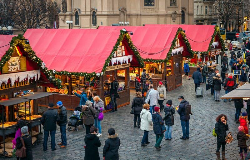 Jul marknadsför i gammal stad av Prague, Tjeckien arkivbilder