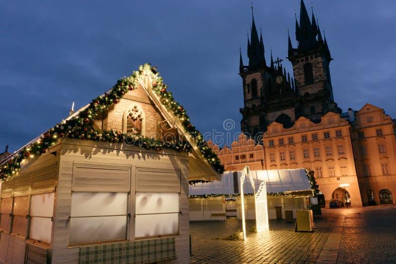 Jul marknadsför på den huvudsakliga fyrkanten av Prague arkivbild