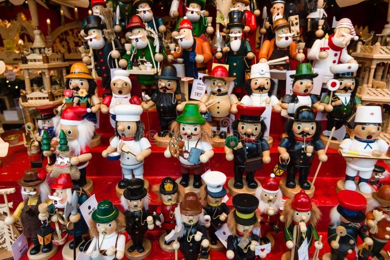 Jul marknadsför på fyrkanten nära Kaiseren Wilhelm Memorial Church royaltyfri bild