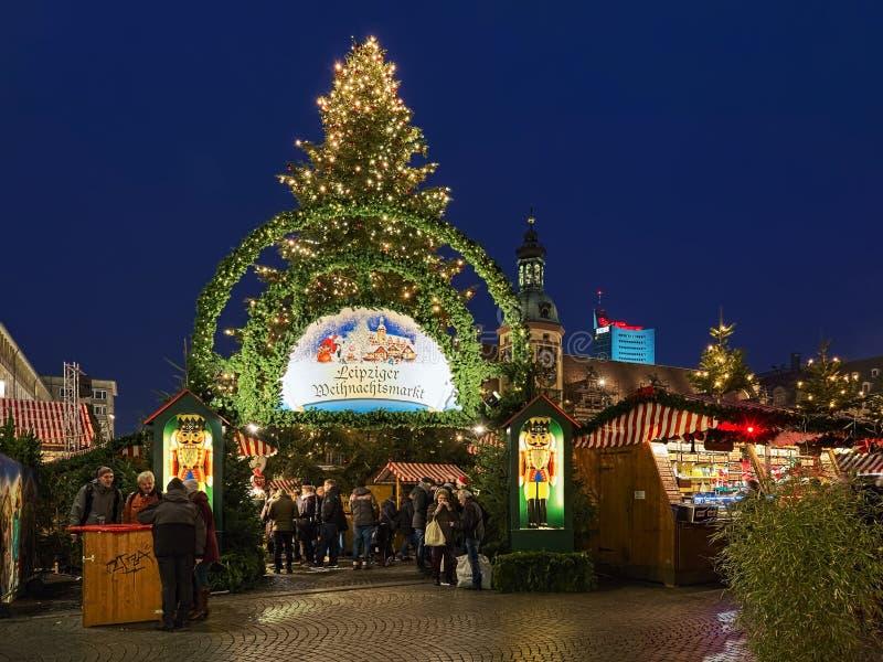 Jul marknadsför på Marktplatz i Leipzig, Tyskland royaltyfri fotografi