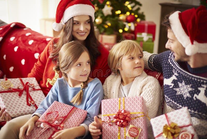 Jul med familjen royaltyfri bild