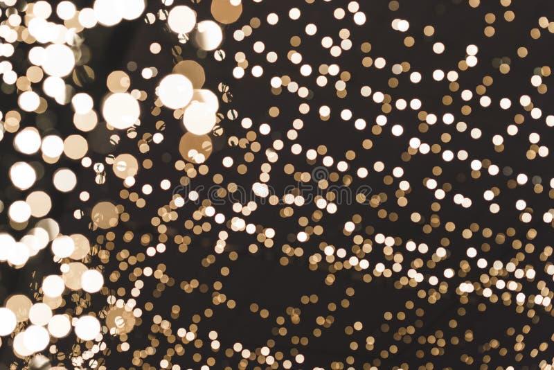 Jul och lyckligt nytt år på suddig bokeh med ljusbanerbakgrund royaltyfria bilder