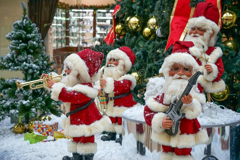 Jul och sång för ` s för nytt år på köpcentret i Sochi royaltyfria bilder