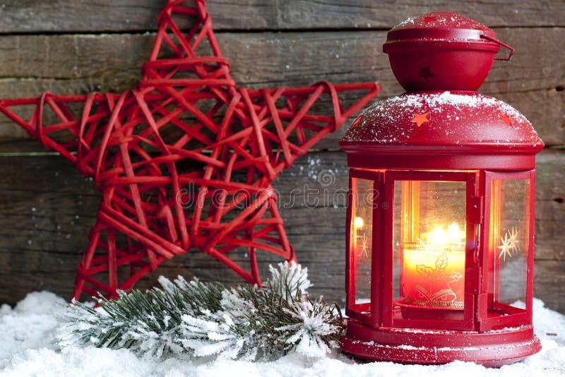 Jul röd stjärna och lykta royaltyfria foton