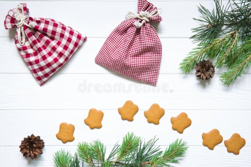 Jul semestrar bakgrund, gran och sörjer trädfilialer med fotografering för bildbyråer