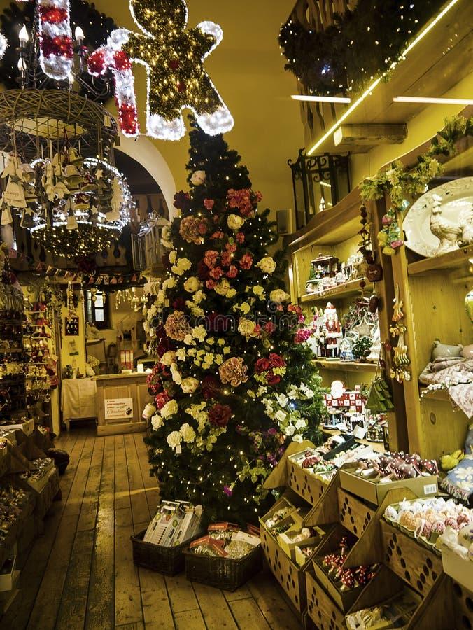 Jul shoppar i den gamla staden av Sorrento Italien royaltyfri foto