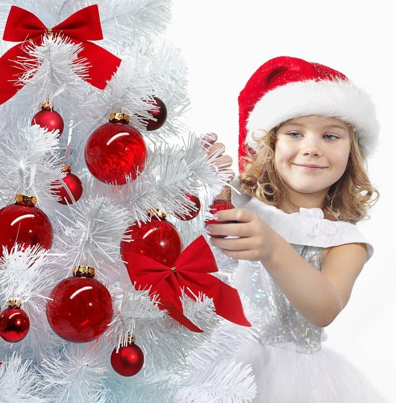 Download Jul Som Dekorerar Flickatreen Fotografering för Bildbyråer - Bild av nytt, beröm: 106836791