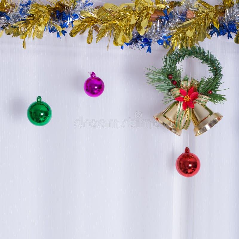 Julbakgrund, klocka dekorerar royaltyfria bilder