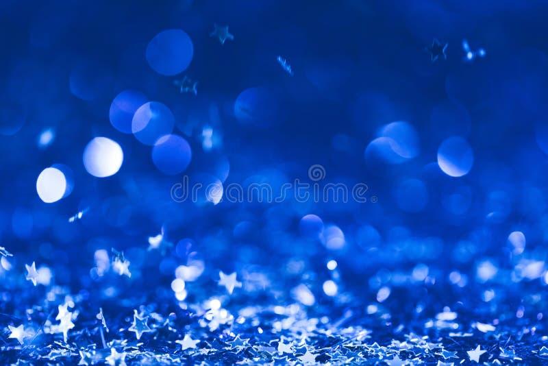 julbakgrund med fallande blått skinande royaltyfri fotografi