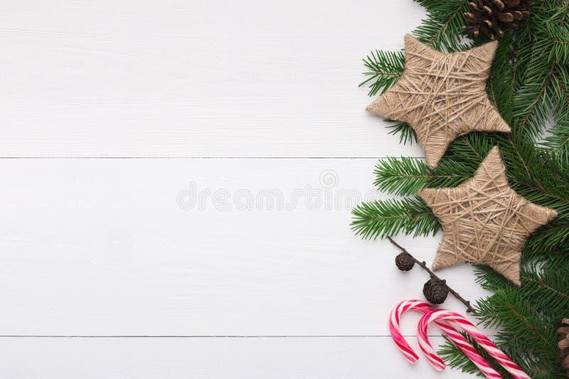 Julbakgrund med stjärnor i tappningstil och klubba arkivfoto