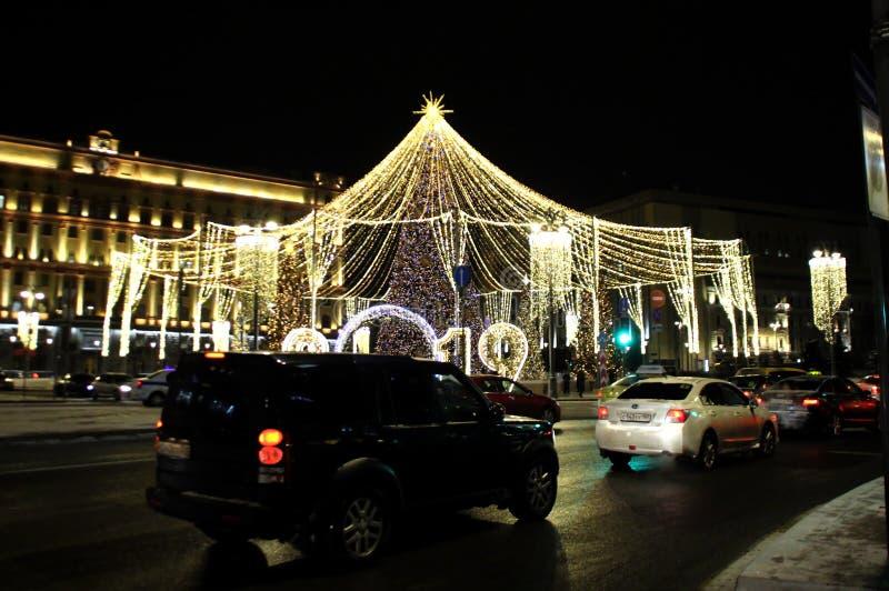 Julbelysning i Moskva arkivfoton