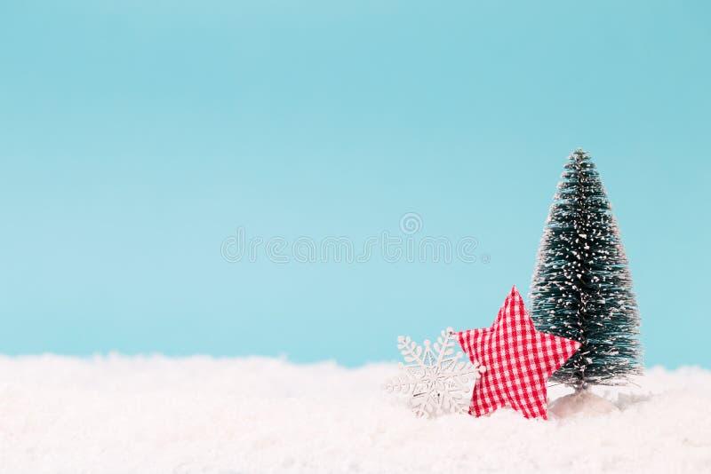 Juldekor på den blåa bakgrunden arkivfoton