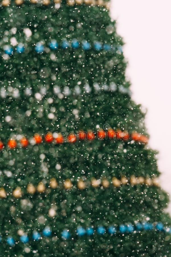 Download Julen dekorerade treen arkivfoto. Bild av festligt, fira - 106830704