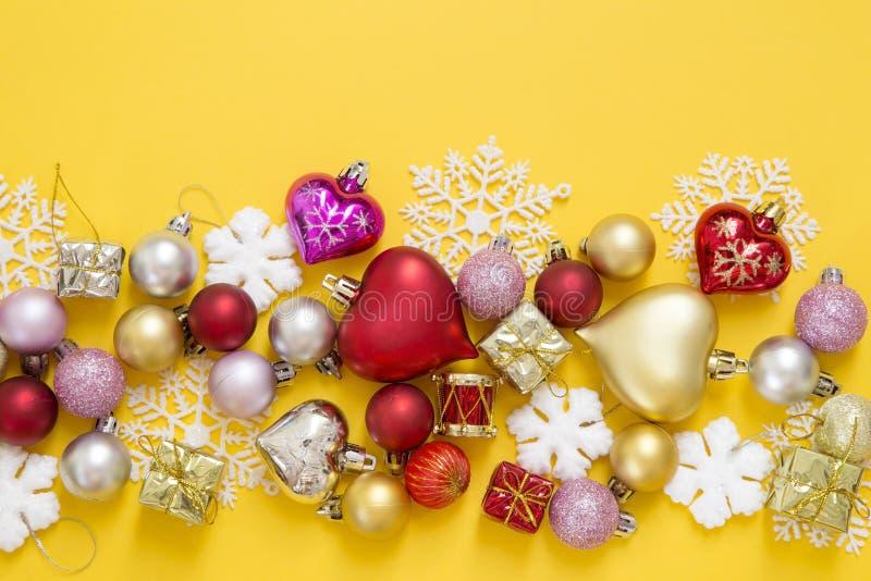 julen dekorerar nya home id?er f?r garnering till royaltyfri bild
