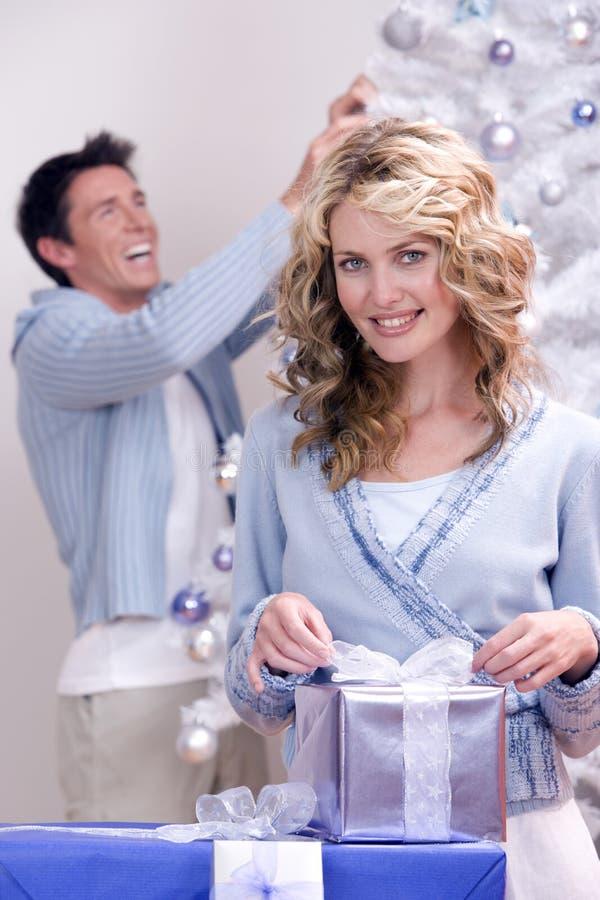 julen förbunde lyckligt royaltyfri fotografi