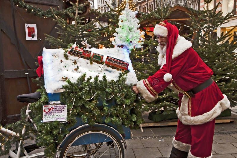 Julen marknadsför i Munich, Tyskland arkivbild