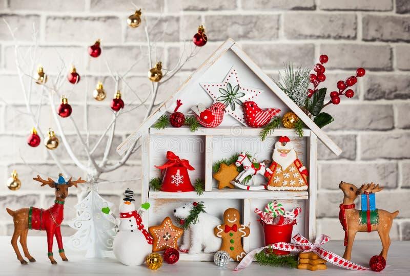 Julfilial och klockor royaltyfri bild