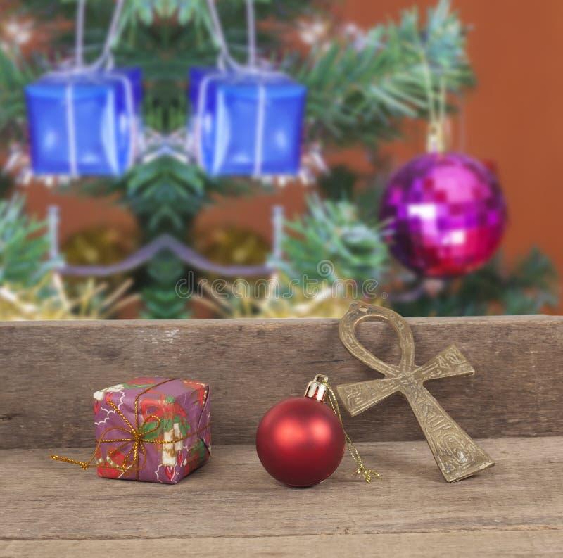 Julgåvaaskar, dekor framme av trä fotografering för bildbyråer