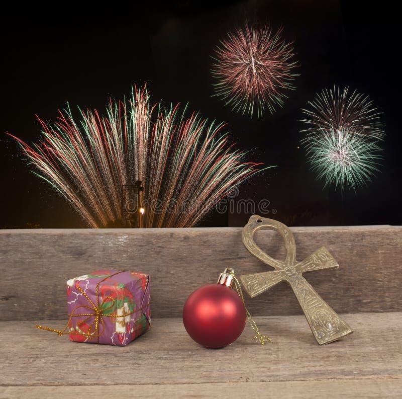 Julgåvaaskar, dekor framme av trä arkivbilder