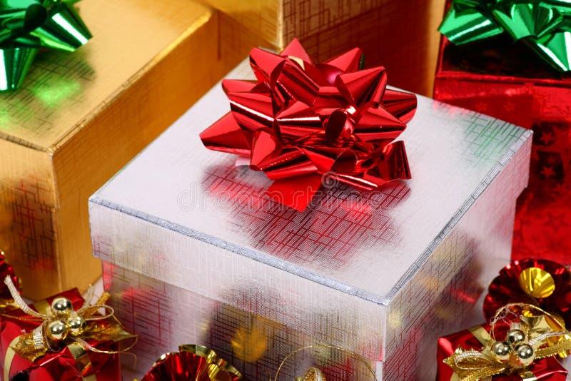 julgåvor arkivfoton