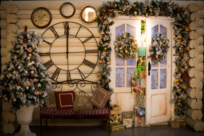 Julgåvor returnerar dekoren royaltyfri fotografi