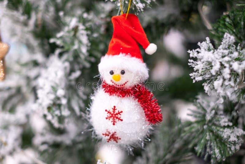 Julgarnering, gåvaask och att sörja trädfilialer, lyckligt nytt år och Xmas royaltyfria foton