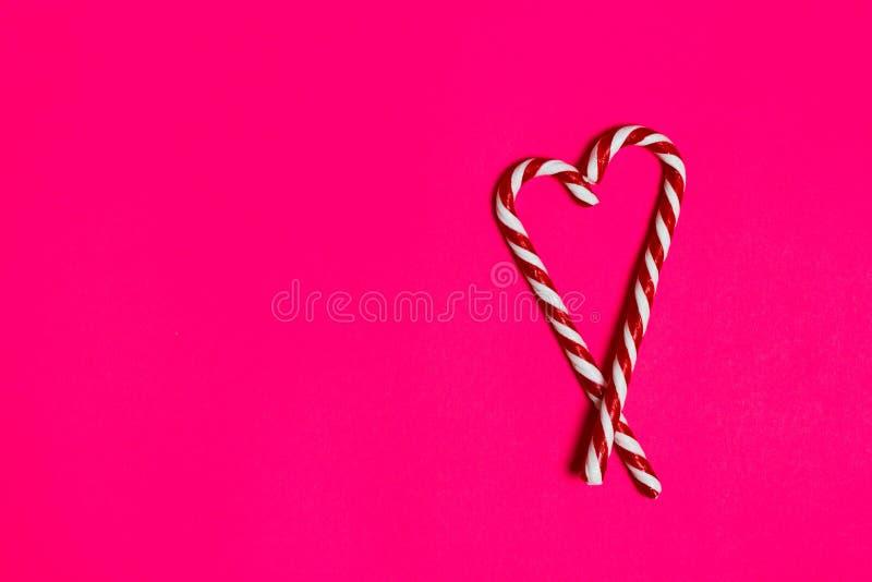 Julgodishjärta på rosa bakgrund kopiera avstånd royaltyfria bilder