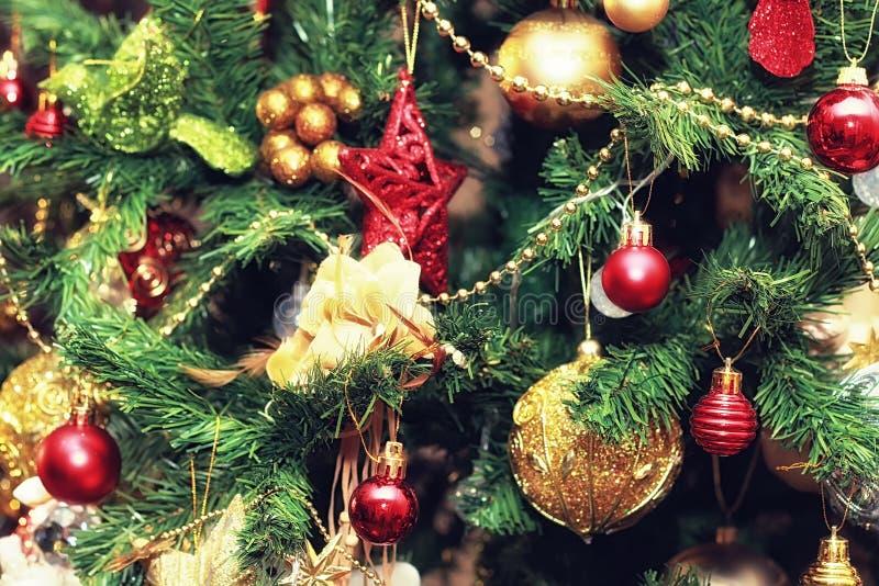 Julgran dekorerat nytt år för leksaker arkivfoton