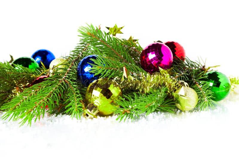 Julgran förgrena sig på vit bakgrund royaltyfri fotografi