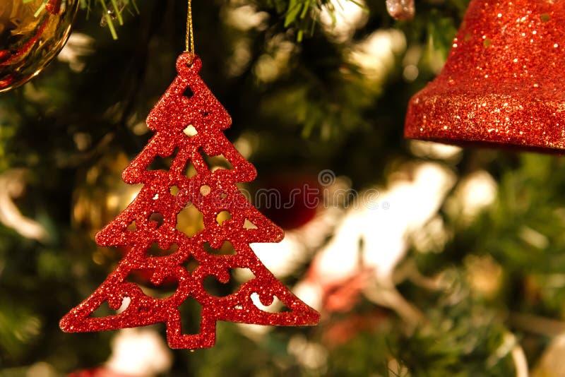 Julgran garnering, slut upp dagplats royaltyfria bilder