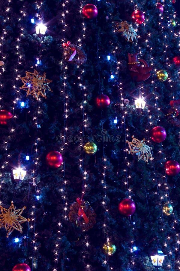 Julgran- och lampabakgrund arkivbild