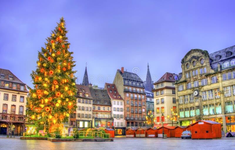Julgran på stället Kleber i Strasbourg, Frankrike arkivbilder