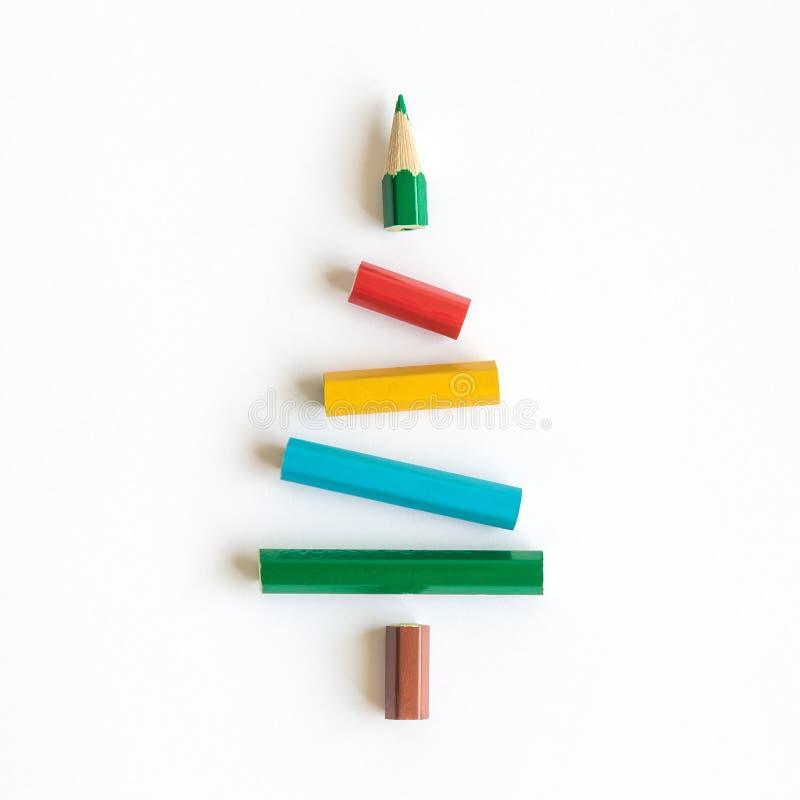 Julgran som göras av idérikt begrepp för färgrik ferie för blyertspennor minsta royaltyfri foto
