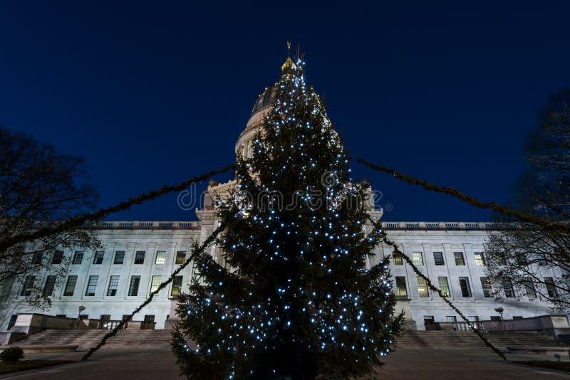 Julgran - västra Virginia State Capitol - charleston, West Virginia arkivbilder
