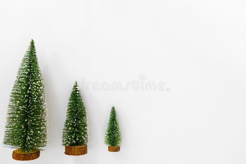 Julgranar som isoleras på vit bakgrund royaltyfria bilder